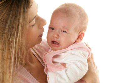 Мама держит малыша