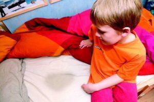 Ребенок и мокрая постель