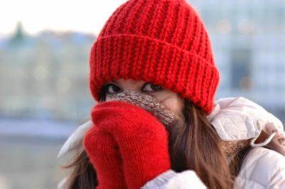 тепло одетая девушка