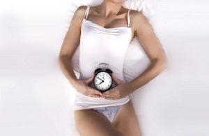 женщина с часами