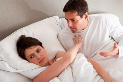женщина и мужчина в кровати